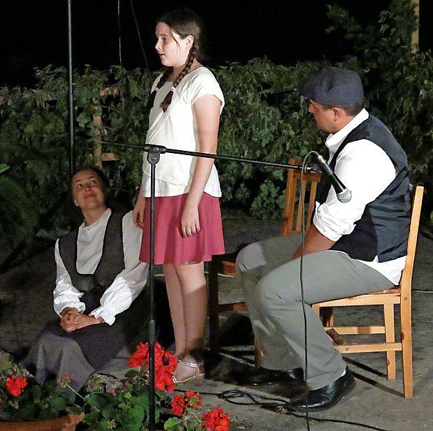 Ljubiteljski gledališčniki iz  Svetega Antona so uprizorili igro  Vane in Vančka, zapela pa je mlada obetavna   Tjaša Rihter.