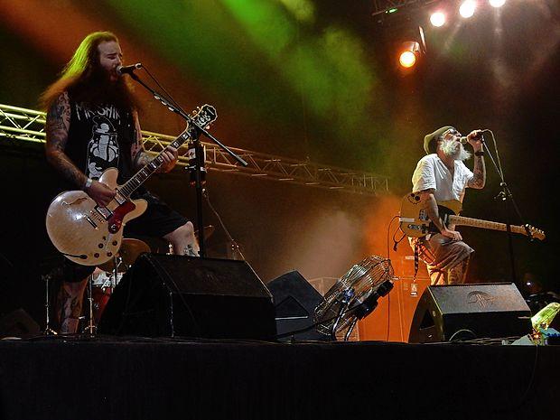 Jaya the Cat so z reggae ritmi napovedali Overjam.