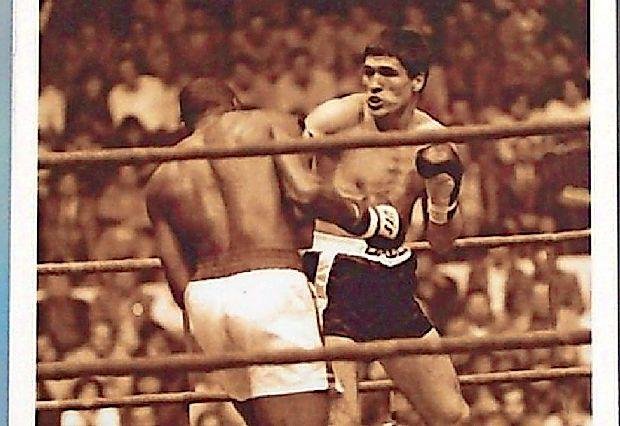 Avtorski projekt režiserja Aleksandra Švabića navdihuje  življenje, osebnost in uspehi boksarskega šampijona Mate  Parlova (desno).
