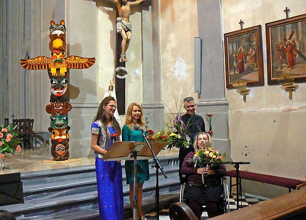 Drugi večer 38. sezone festivala Kogojevi dnevi so oblikovali  (z leve): pianistka Tatjana Kaučič, dramska igralka Saša  Mihelčič, klarinetist Dušan Sodja in pesnica Maja Munih.
