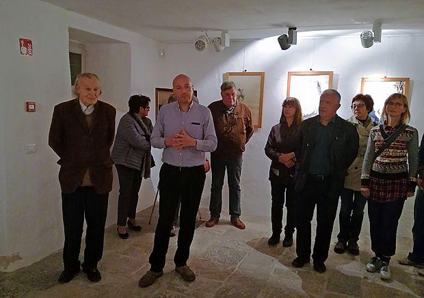 Žal se bo te dni morala razstava  portretov  Krištofa Zupeta  (prvi z leve)  umakniti razstavi gob. Sicer pa so njegove slike   del stalne zbirke Narodne galerije v Ljubljani.