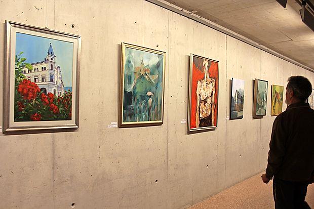 Nagrajena platna si je  v podzemni galeriji sv. Barbare mogoče ogledati še do sobote.