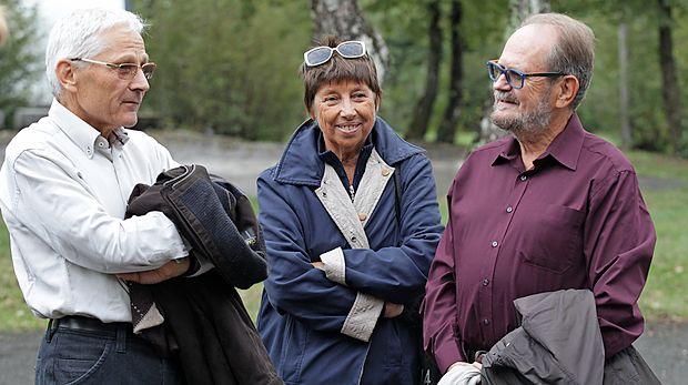 Minister za kulturo Tone Peršak (levo) je poklepetal z literarnima kolegoma iz Trsta, Patrizio Vascotto in Markom  Kravosom.
