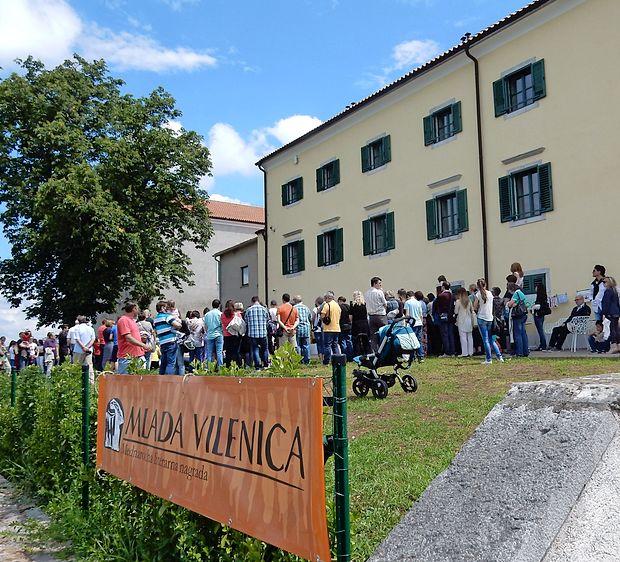 Lani so priznanja udeležencem Mlade Vilenice podelili v Lipici, letos pa jih  bodo v Kosovelovem domuj v Sežani.
