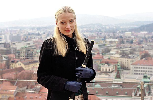 Dana Verč se rada predaja baročni glasbi, bere, gleda filme in  se sprehaja po Ljubljani.