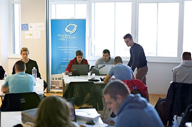 Zadnjega Startup izziva v prostorih novogoriškega medpodjetniškega izobraževalnega centra se je udeležilo preko  trideset  potencialnih mladih podjetnikov.