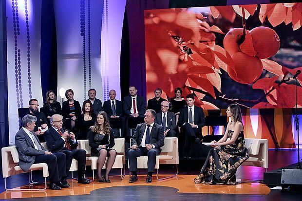 Kosovelov dom se je spremenil v televizijski in radijski  studio.