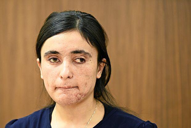 """Lamija Aji Bašar: """"Petkrat so me prodali. Vsak dan so me  mučili in kaznovali."""""""