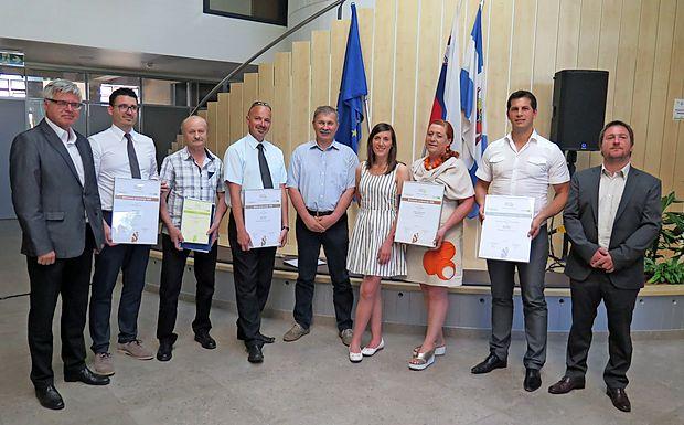 Dobitniki priznanj za najboljše inovacije v Primorsko-notranjski regiji.