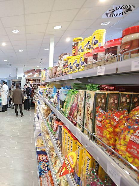 Raziskava je v Sloveniji pokazala, da obstaja povečano  tveganje, da se med seboj razlikujejo enaki izdelki trgovskih  znamk. Jogurt enake trgovske znamke se v Avstriji in Sloveniji  močno razlikuje.
