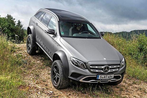 Mercedes, s katerim lahko tudi plezate čez druge avtomobile.