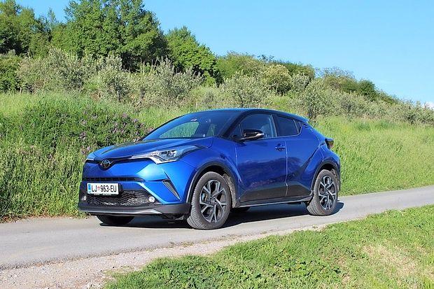 Intenzivno modra barva bo pritegnila bolj dinamične voznike.