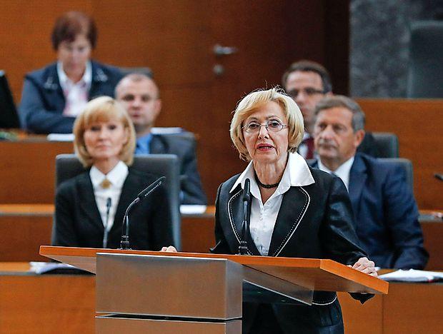 Milojka Kolar Celarc po glasovanju o interpelaciji ostaja  ministrica za zdravje.