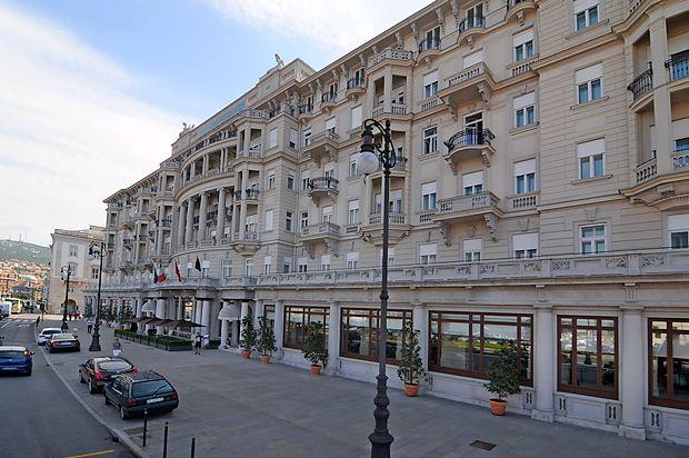 Hoteli s  pogledom na Barkolano, med njimi prestižni Savoia,  imajo za  konec tedna zasedene vse sobe.
