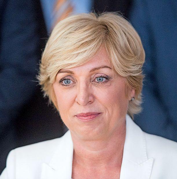 Romana Tomc kot evropska poslanka mesečno zasluži 8484 evrov  bruto. Ima hišo, na bančnem  računu pa 80.000 evrov.