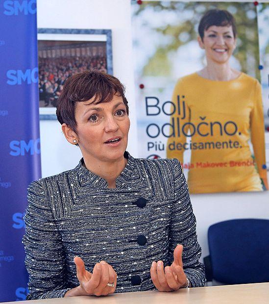 Dr. Maja Makovec Brenčič ima  5184 evrov bruto plače, odplačuje  potrošniški kredit, varčuje pa v eni  od pokojninskih shem.