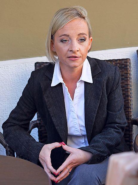 Suzana Lara Krause mesečno izda  za 2000 evrov računov, je lastnica  starejše hiše, plačuje pa po 375  evrov kredita.
