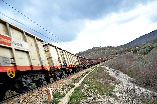 Revizijo drugega železniškega tira Divača-Koper, ki jo je svet  ocenil za nestrokovno, medtem že preučujejo na direkciji za  infrastrukturo.