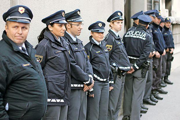 Policistom se ravnanje vlade ob zdaj že dvotedenski stavki ne  zdi primerno, zato so napovedali njeno zaostritev.