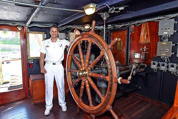 """""""Približno 95 odstotkov plovbe opravimo s pomočjo jader. Z  motorjem si pomagamo le v pristaniščih,"""" je povedal poročnik  Umberto Montoneri."""