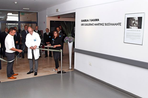 Galerijo sta odprla avtor fotografij, urolog Miloš Petrovič in predstojnik kirurgije Mladen  Gasparini.