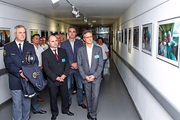 Spominsko Martinezovo galerijo so si med prvimi ogledali Tomaž Čehovin, Radivoj Nardin in  Felice Žiža, za njimi pa zaposleni in številni gostje.