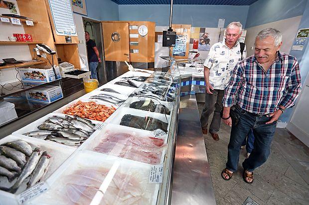 Delmarjeve ribarnice (na fotografiji koprska) bodo odprte samo še danes in morda v ponedeljek, potem jih bodo zaprli, dokler stečajni upravitelj zanje ne najde najemnikov