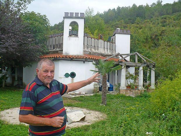 """Anton Škof: """"Za hišo imam stavbno pravico za 99  let. Odkar sem tu, Hrvati ne prihajajo  več sem  kosit trave."""""""