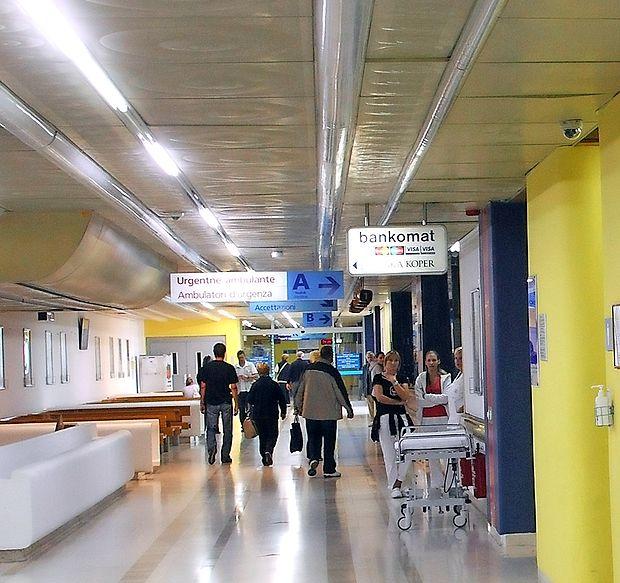 V izolski bolnišnici so do včeraj potrdili 14 primerov gripe, vse  oddelke pa imajo že prepolne.