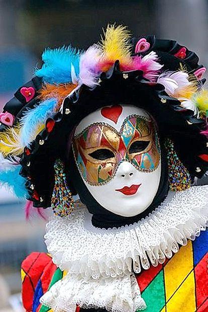 Pisani šaljivec Arlecchino je ena od tipičnih beneških mask.