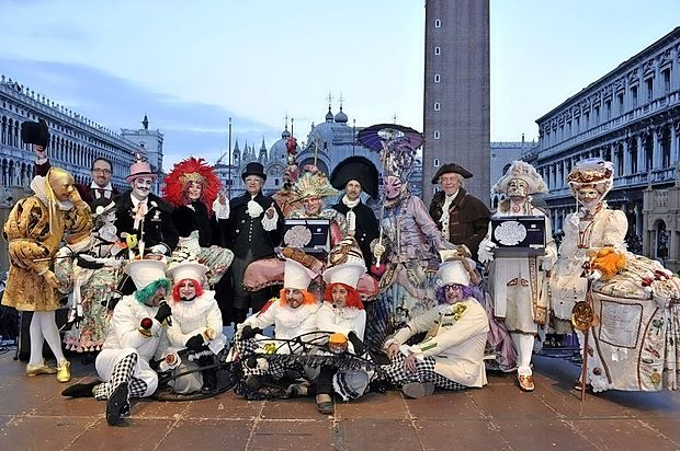 """Eden najpomembnejših dogodkov, ki  bo potekal tudi na beneškem karnevalu 2016, je gotovo  tekmovanje za """"la maschera più bella"""" (najlepša maska) zadnji vikend karnevala, kjer maske  ocenjuje žirija mednarodnih kostumografov in modnih oblikovalcev."""