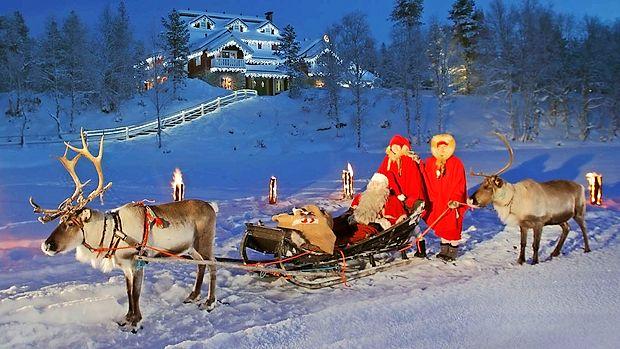 Atrakcij je veliko: romantična vprega z jeleni, nekoliko bolj razburljiva pasja vprega in  nenazadnje šepetanje v uho Božička.