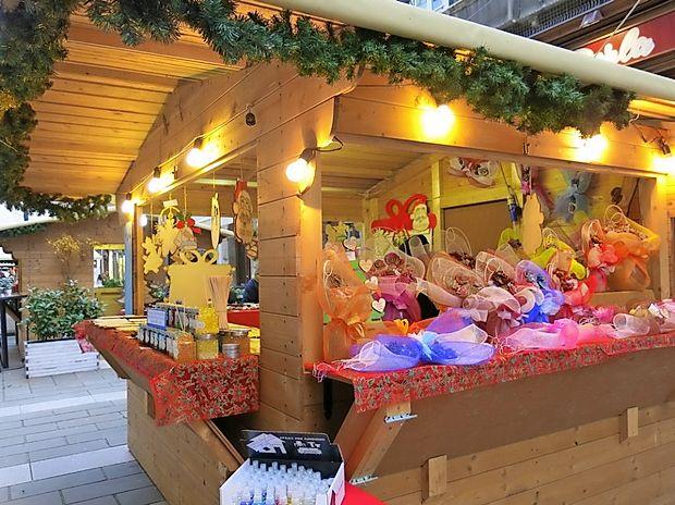 S prodajo izdelkov domače in tuje obrti se združenje trgovcev  pokrajine Trst trudi dati mestu, lokalnim trgovinam, lokalom in  restavracijam dodano vrednost.