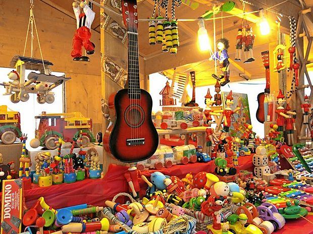 Tržaška Miklavžev in božični sejem sta dogodka, ki ju domačini že tradicionalno izkoristijo kot  priložnost za nakup poceni novoletnih spominkov in darilc.