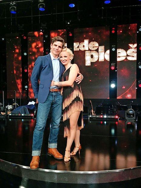 Plesalec Jurij Batagelj iz Ajdovščine je drugo aprilsko nedeljo  prišel podpret ženo Jagodo, ki se je minulo nedeljo z  Jernejem Tozonom sicer poslovila od plesnega globusa.