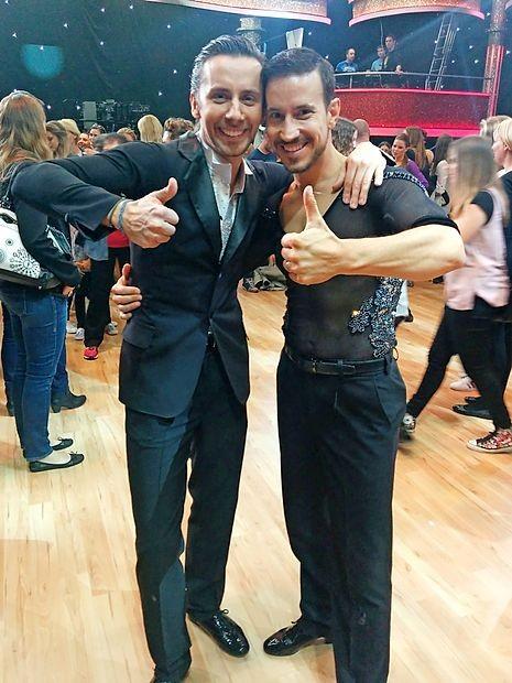 Novogoriška plesalca Andrej Rebula (levo) in Miha Perat iz  oddaje v oddajo dokazujeta, iz kakšnega plesnega testa sta  pravzaprav.