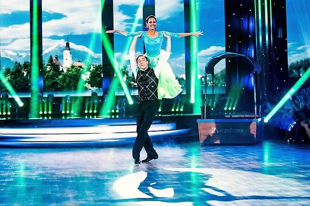 Med tekmovalci primorske barve zastopa igralec Igor Štamulak, ki pleše z Lejno Karić - Lubarda.