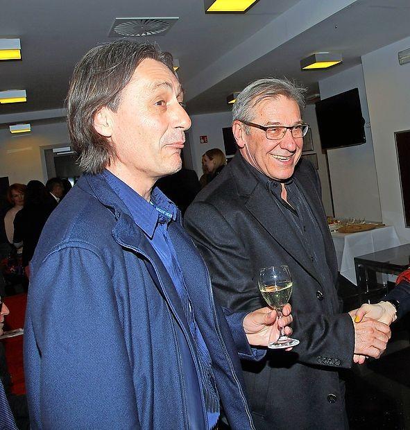 Samo M. Strelec (levo) in Aleš Valič sta se po premieri  zadovoljna družila z obiskovalci.