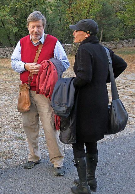 Toplih oblačil, ki med slovesnostjo v kraški jami pridejo še  kako prav, nista pozabili niti  pesnik in novinar Ace Mermolja  ter pesnica in knjižničarka s Kozine Patricija Dodič.