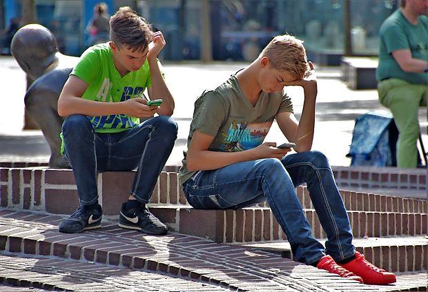 Mladi so po vseh raziskavah tista družbena skupina, ki se  brez mobilnih telefonov počuti najbolj izgubljeno.