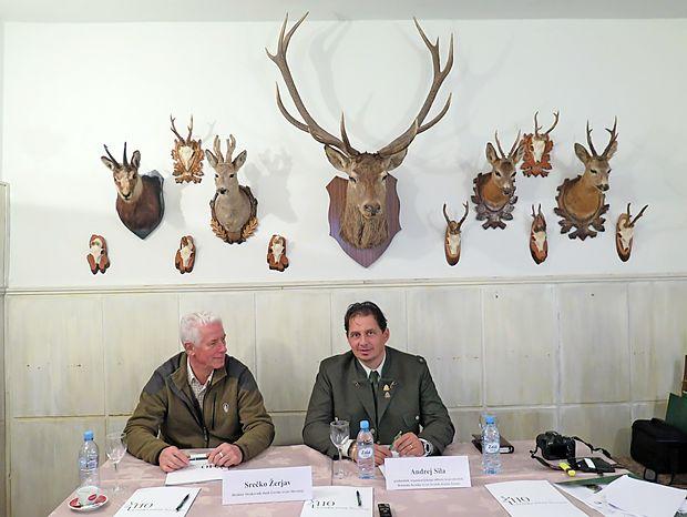Srečko Žerjav (levo) in Andrej Sila sta predstavila obeležitev 110. obletnice lovstva.