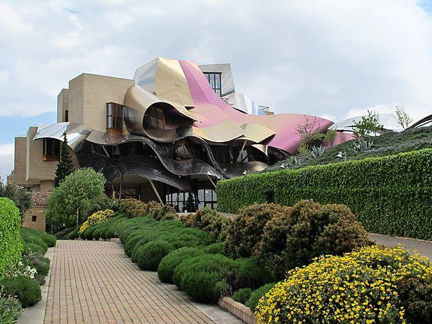 Hotel Marques de Riscal, pod načrte se je podpisal Frank Ghery.