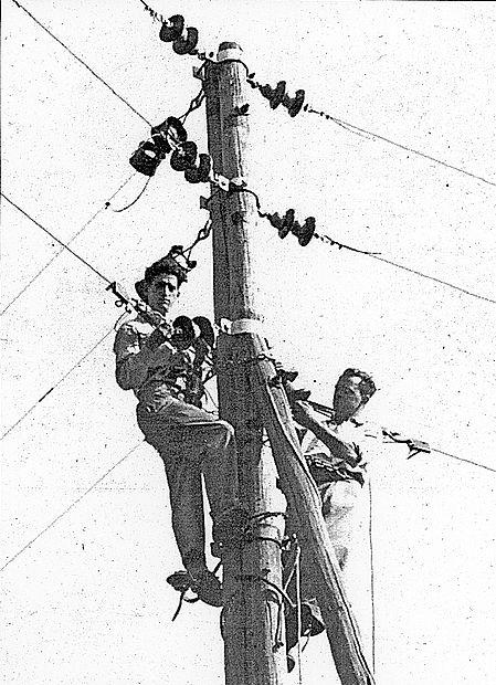 Delo elektrikarjev   na terenu je bilo nekdaj neprimerno bolj  tvegano, pravi Silvo Križmančič (na fotografiji levo).