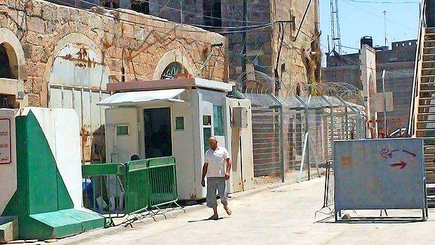 Kontrolne točke so posejane po vsem mestu Hebron.