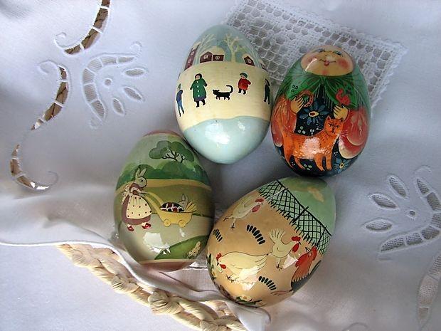Lesena jajca s Finske sta popotnika kupila, ker so ju risbe  spominjale na ilustracije v Cicibanu.