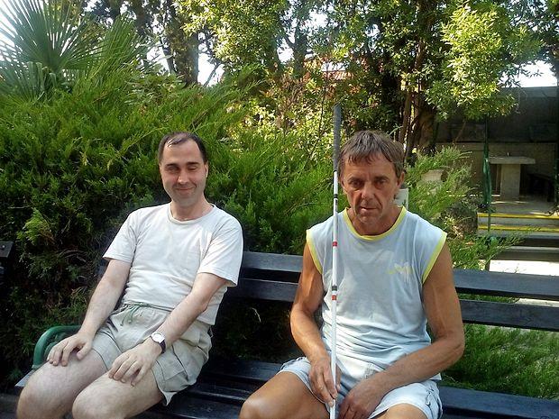 Boštjan Štefanič (levo) in Darjo Vogrič rada prideta v Dom oddiha v Izolo, ki ima prilagojeno plažo za slepe. petra vidrih