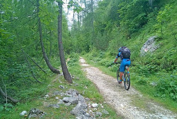 STKP vodi po stranskih cestah, poljskih poteh, gozdnih vlakah  in stezah. Ponekod je treba kolo tudi potiskati, vendar nikjer  nositi. društvo naturo