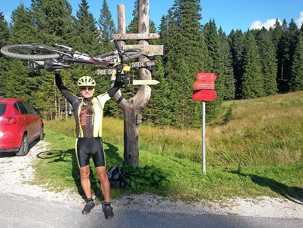 Marko Vidmar iz Prad pri Kopru (na fotografiji ob zaključku poti na Pohorju) je prvi Slovenec, ki je zbral vse žige  na STKP. osebni arhiv marka vidmarja
