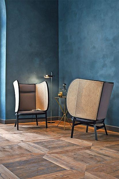 Oblikovalke iz švedskega studia Front so kolekcijo Hideut  oblikovale leta 2015 za Gebrüder Thonet Vienna GmbH,  podjetje z dolgo tradicijo in pojem za klasične stole.