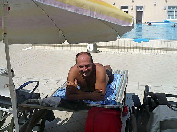 Postojnčan Siniša Jeremič prihaja se je za en dan pripeljal na  bazen.